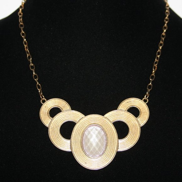 """Pretty gold and pink stone necklace 18"""""""